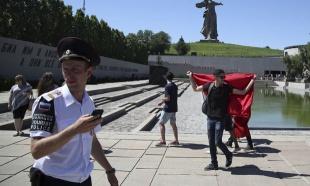 DIVLjANjE ENGLEZA NA SP U RUSIJI: Uhapšen huligan, hteo da otme pištolj policajcu