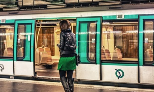 NEOBIČAN POKLON: Bebi rođenoj u metrou besplatna vožnja do 25 godine
