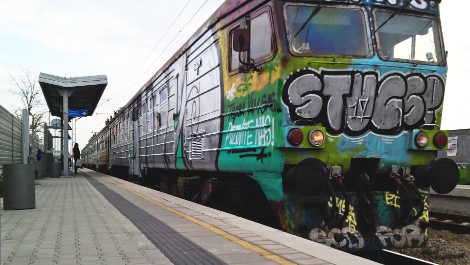 voz vozovi putnik putnici pruga železnice vagon peron stanica