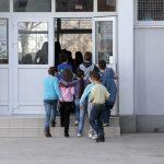Kancelarija za Kosovo i Metohiju: Vandali kamenovali školu, zaustaviti nasilje