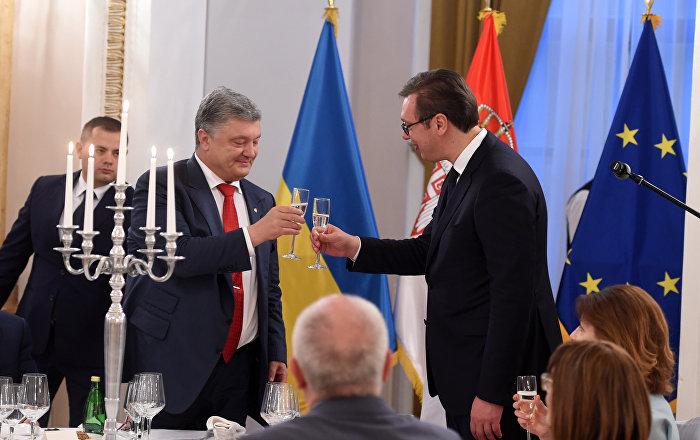 Vučić priredio svečanu večeru Porošenku