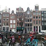 Turisti urnišu Amsterdam!