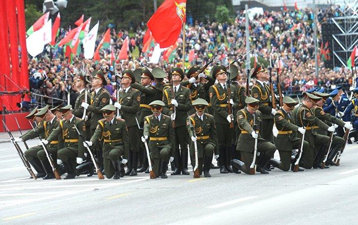 Vojna parada u Minsku: Lukašenko pokazao čime raspolaže (video)