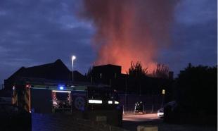 VELIKI POŽAR U LONDONU: Škola u plamenu, 80 vatrogasaca obuzdava vatru