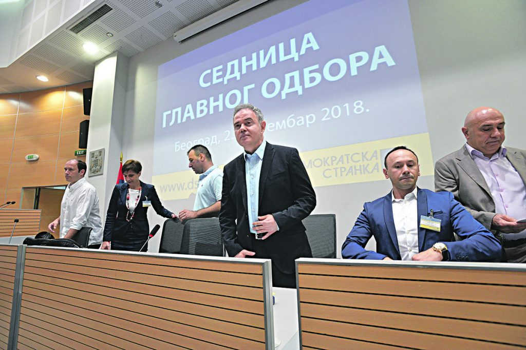 BURNO NA SEDNICI DEMOKRATA Viđeni članovi protiv opozicionog saveza, Mićunoviću oduzeta reč, on poručio: OVO JE DIKTATURA