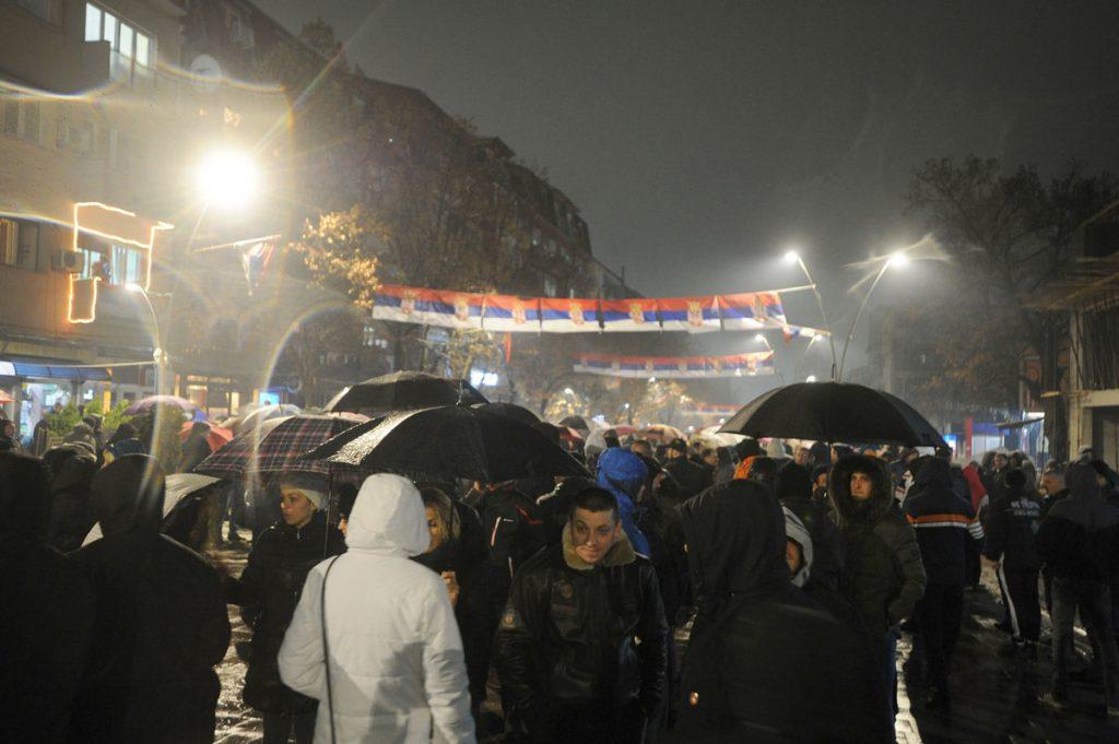 Srbi u severnom delu Kosovske Mitrovice imali su SAMO JEDAN OGOVOR NA FORMIRANJE VOJSKE KOSOVA (FOTO)