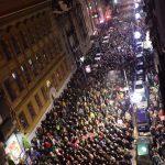 "ZVIŽDUCI, BUBNJEVI I TRANSPARENTI Kako je protest ""Pet minuta za pet miliona"" izgledao kroz kamere ""Blica"" (VIDEO)"