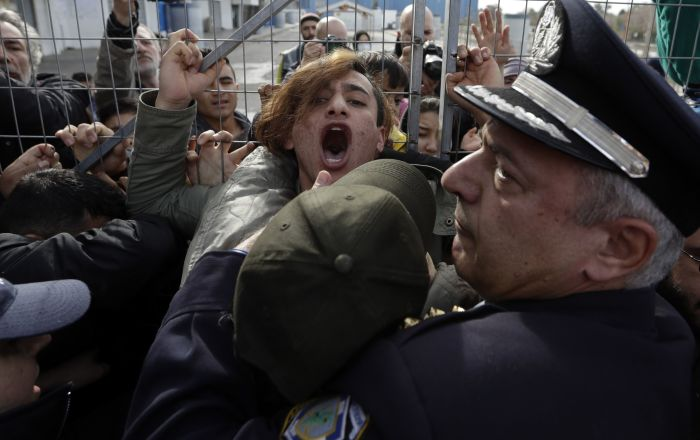 Dvoje povređeno, četvoro uhapšeno u protestu migranata