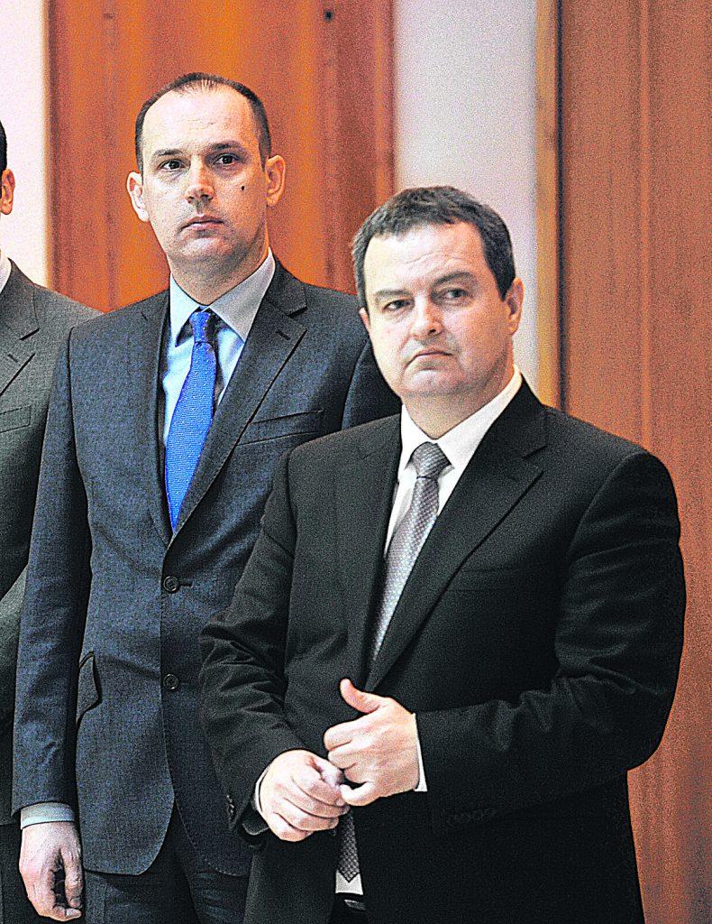PROZIVKE NA SEDNICI VLADE Lončar isprozivao Dačića pred svim ministrima, a sve zbog TORTI I SITNIH KOLAČA