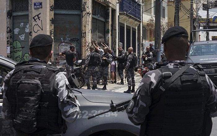 """Krvi """"do kolena"""": Najmanje 13 mrtvih u brutalnoj policijskoj akciji u favelama Rija (foto)"""