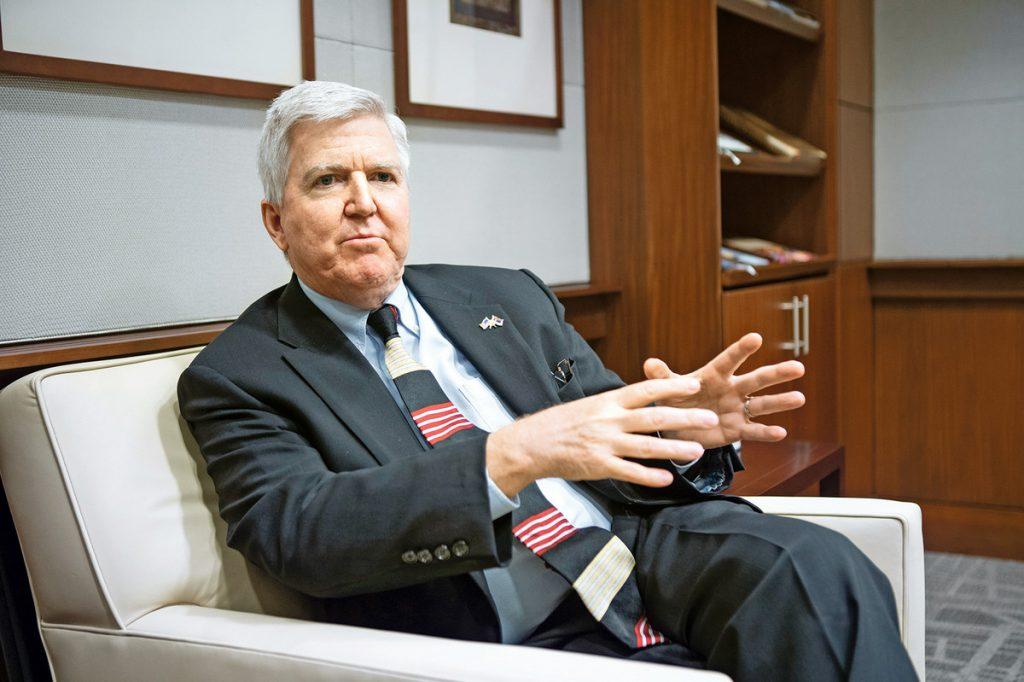 Ambasador Skot za Blic: Srbija je izabrala Madurovu stranu, a on UNIŠTAVA VENECUELU