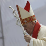 Papa ukorio države koje proizvode oružje, a odbijaju izbeglice