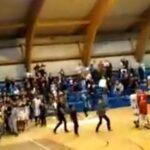 KK Ibar pokazao snimak: Koškanje jednog navijača sa Hadžibegovićem predstavljen je kao linč svih gostujućih igrača