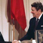 Gorbačov i Regan nakon potpisivanja Sporazuma o nuklearnim snagama srednjeg dometa