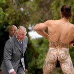 FOTO Princ Čarls na Novom Zelandu: Maorski ratnik ga ceremonijalno dočekao