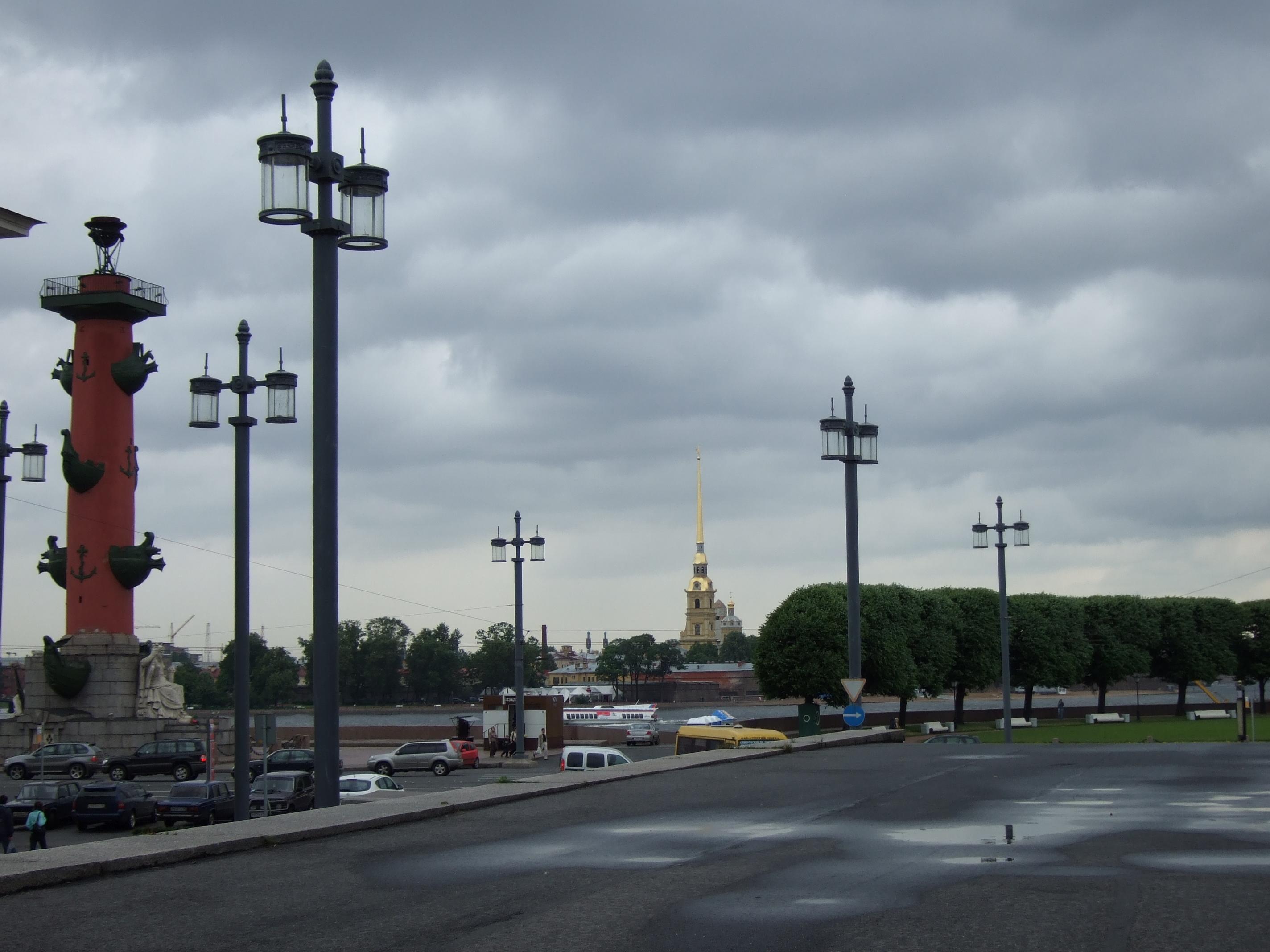 Toranj Petroplavlovskoke crkve najviša je tačka u gradu