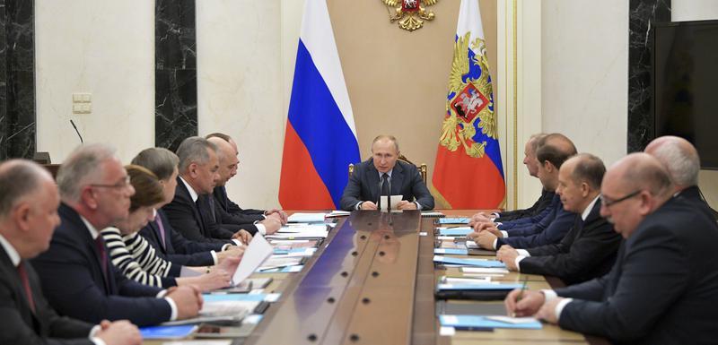 Putin na sastanku sastanku s najvišim zvaničnicima Rusije