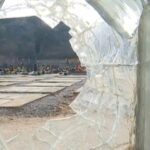 Od vandala se moraju čuvati i groblja: Polomljena ukrasna stakla na Čepurcima