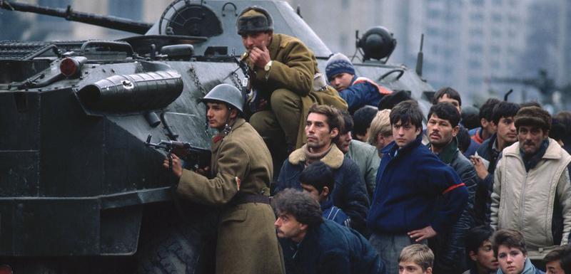Mnogi pripadnici oružanih snaga okrenuli su se protiv Čaušeskua i pridružili se demonstrantima