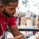 Doktor Elisondo sa djevojčicom koja boluje od astme