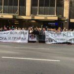 Srbi u Njujorku na nogama: U imenu Božjem je sud i pravda! /foto/