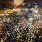 Biblijske scene uoči Svetog Save: Kiša pljušti, narod ne odustaje /foto, video/