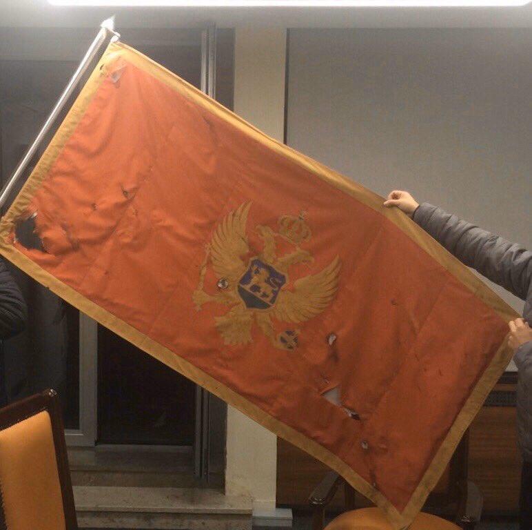 Crnogorska zastava sa Ambasade u Beogradu