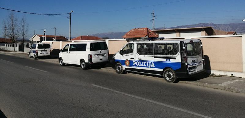 Policija ispred kuće Vidoja Stanišića