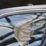 Bolton u kolima nakon što je izašao iz svoje kuće u Betesdi u američkoj državi Merilend